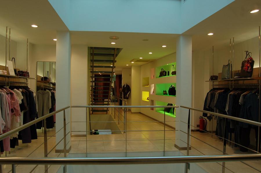Aparador Retro Colorido ~ Foto Tienda Escada en Vila Real, Castellón de Construcciones Fabra Y Villalonga S l #563701