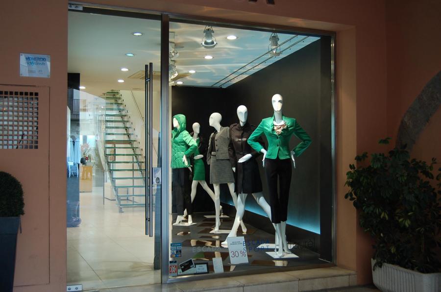 Aparador Retro Colorido ~ Foto Tienda Escada en Vila Real, Castellón de Construcciones Fabra Y Villalonga S l #563717