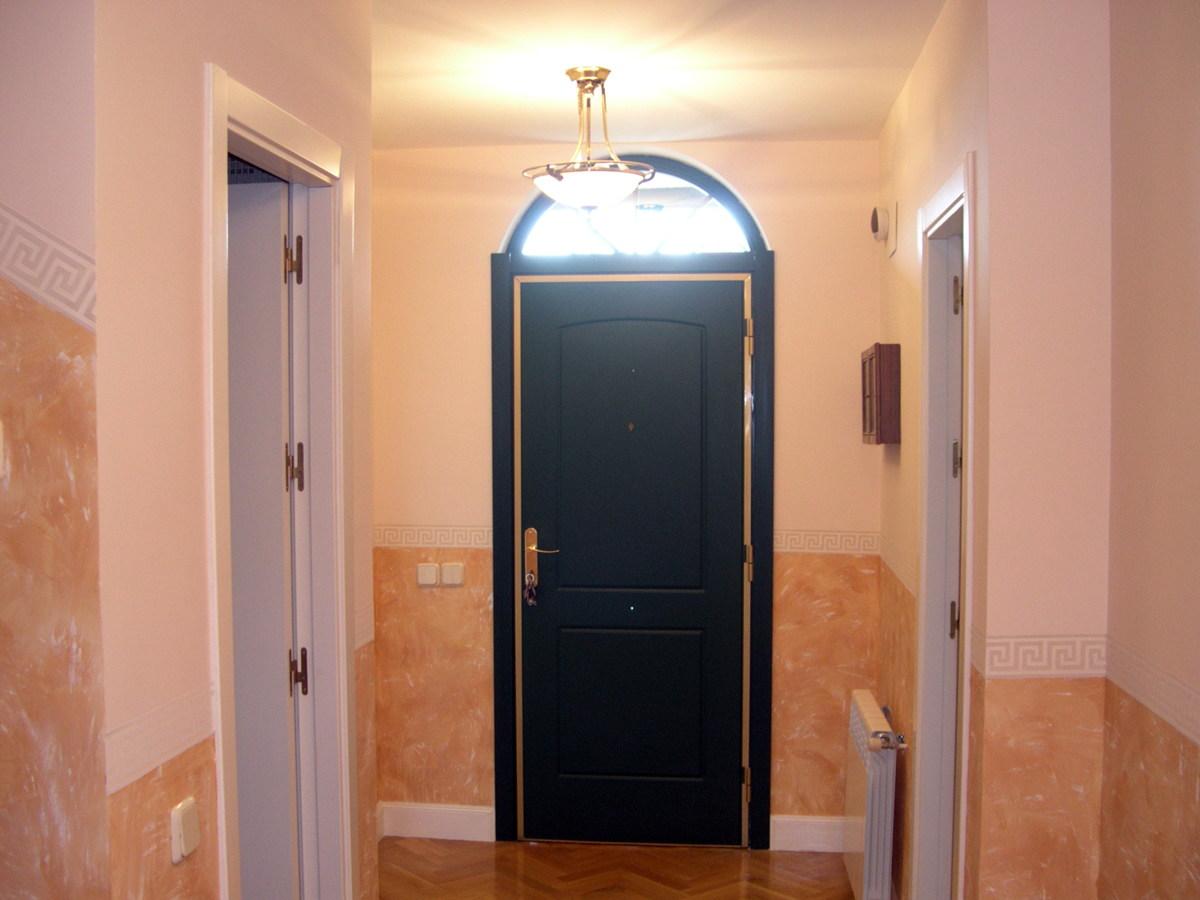 Foto tierras dos tonos en entrada de pinturas romacho - Cenefas para pasillos ...