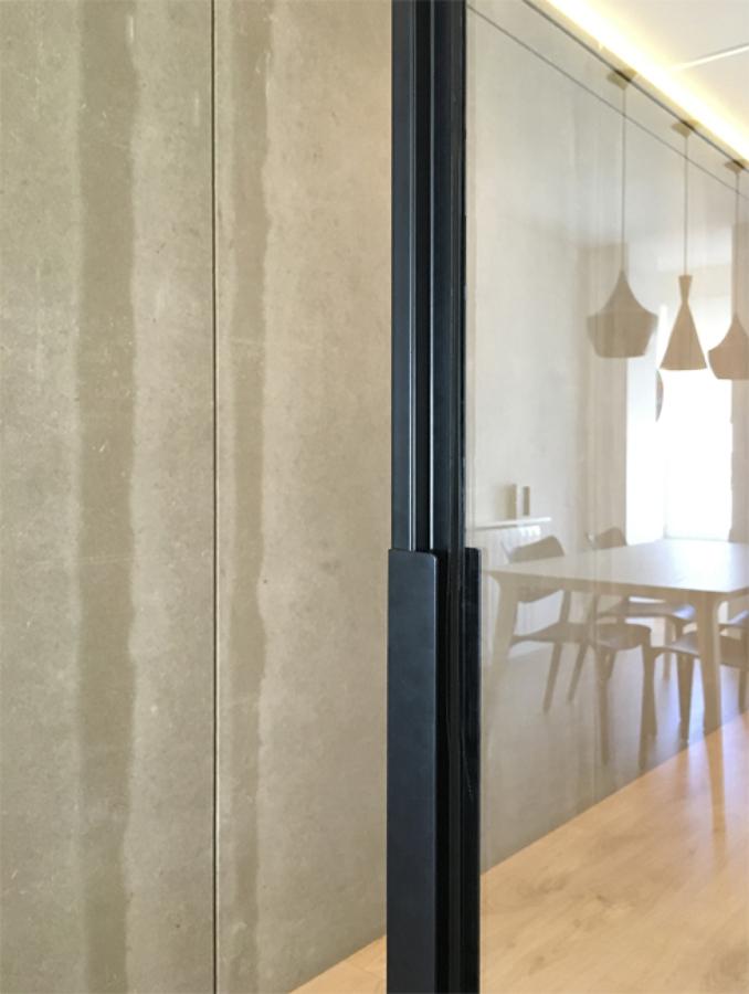 Tirador diseñado para las puertas correderas de la cocina 01