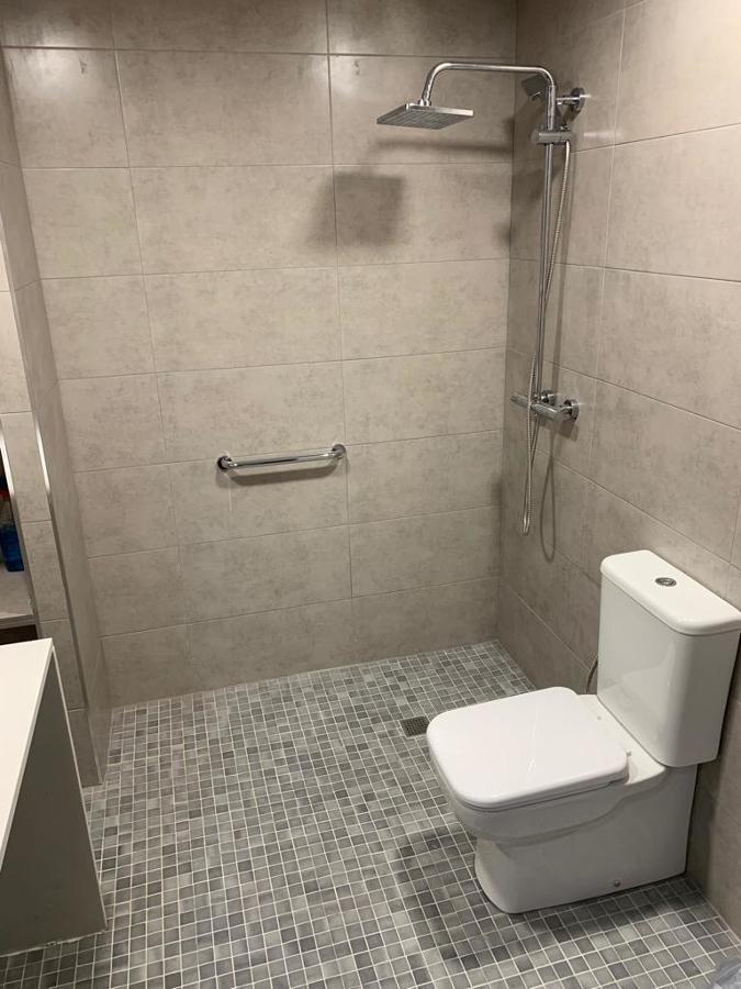 Todo el baño es una ducha