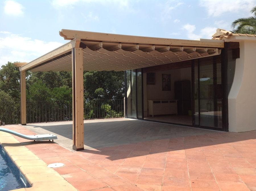 Toldo autom tico y terraza para la zona de la piscina ideas construcci n piscinas - Toldos automaticos precios ...