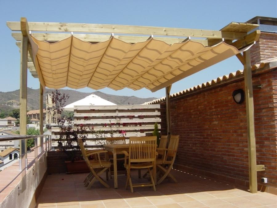 Foto toldo de paliller a madera de toldos y cerramientos for Imagenes de toldos