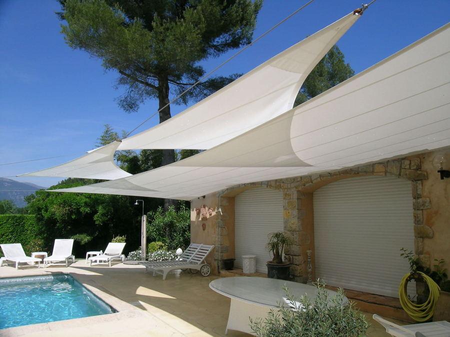 Toldos sombrillas y p rgolas disfruta de la sombra en for Toldos triangulares para terrazas