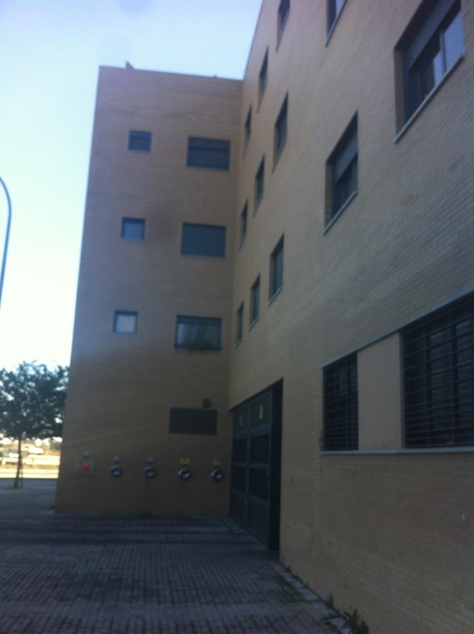 Tomas de recogidas neumáticas de basura en fachada.