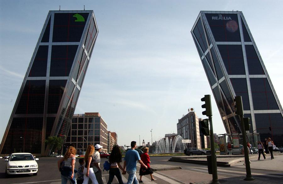 Los 10 patitos feos de la arquitectura edificios - Torres kio arquitecto ...