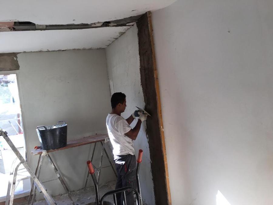 Trabajo paredes interior salón.