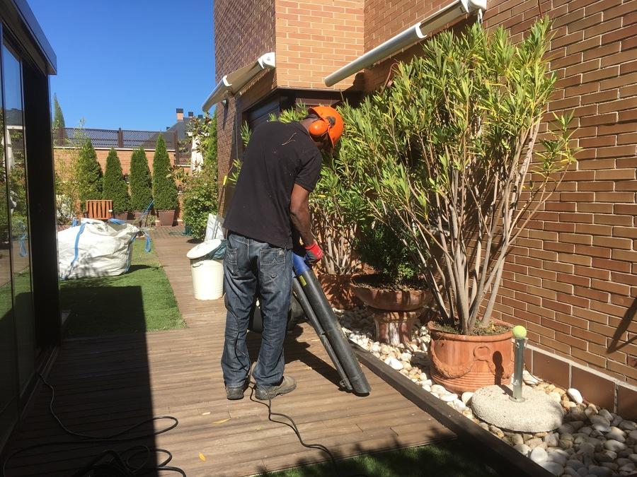 Trabajos de mantenimiento de una terraza