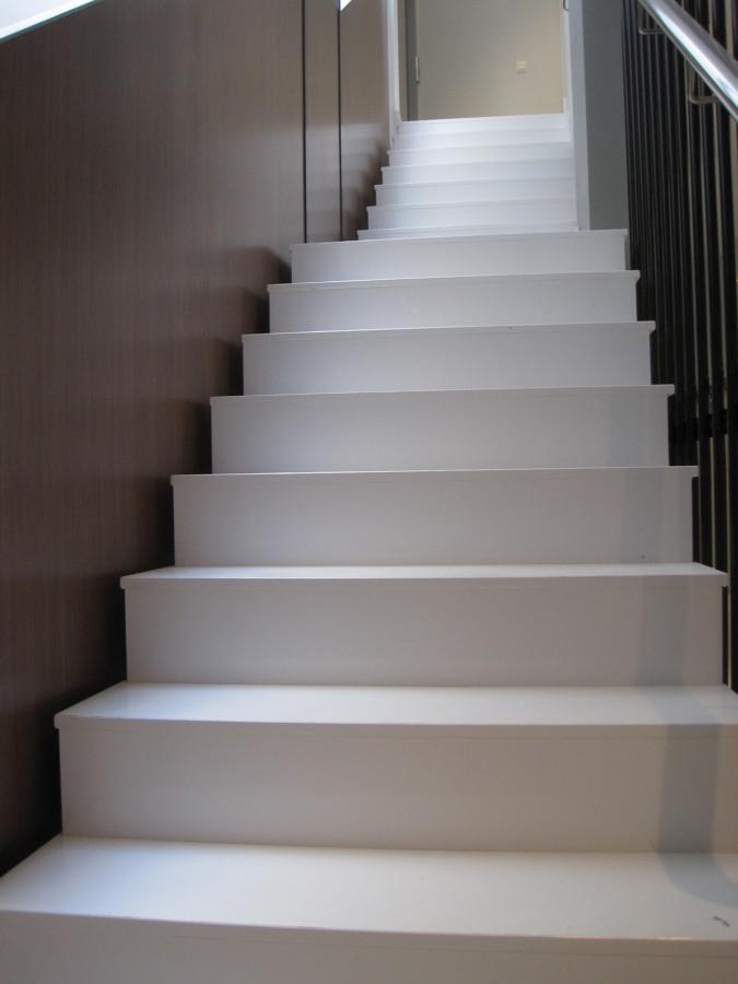 Tramo escalera quartz compac ideas marmolistas - Marmol para escaleras ...