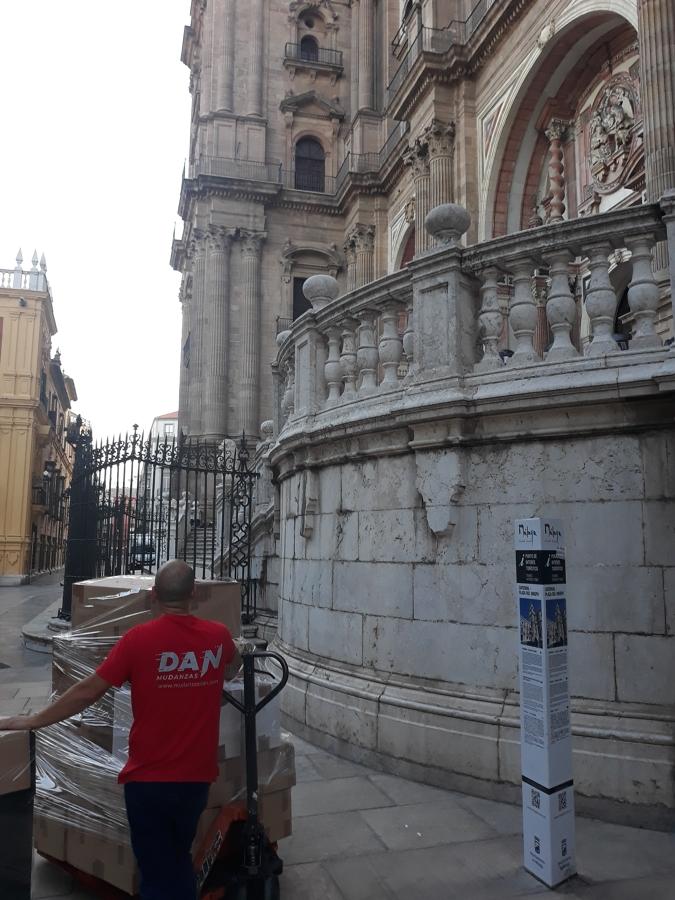traslado por el casco histórico de Málaga