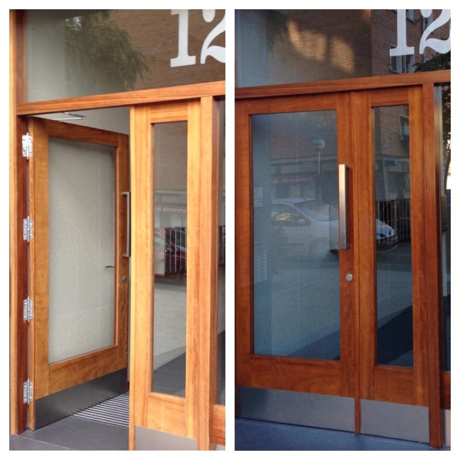 Tratamiento puerta edificio.