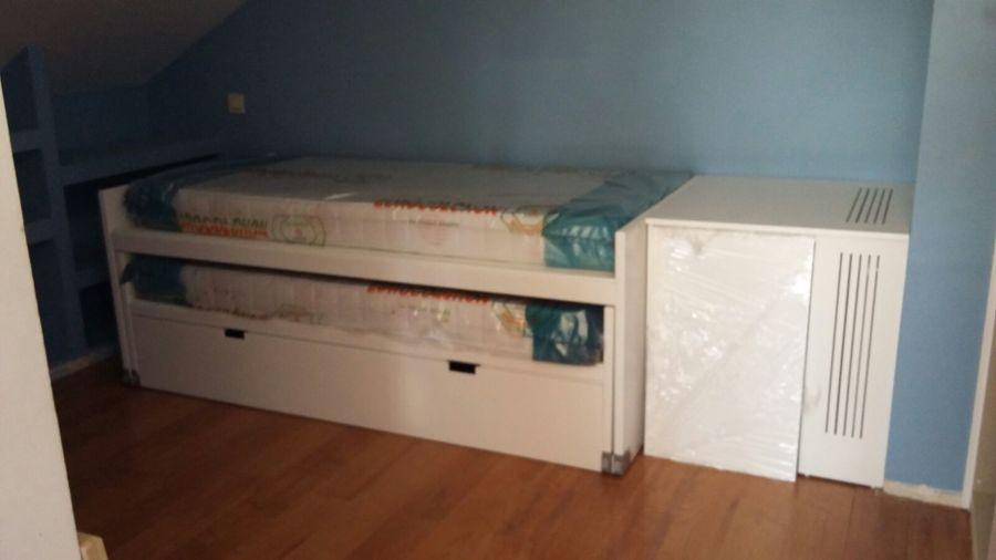 Triple cama con almacenaje y cubre radiador incorporado.