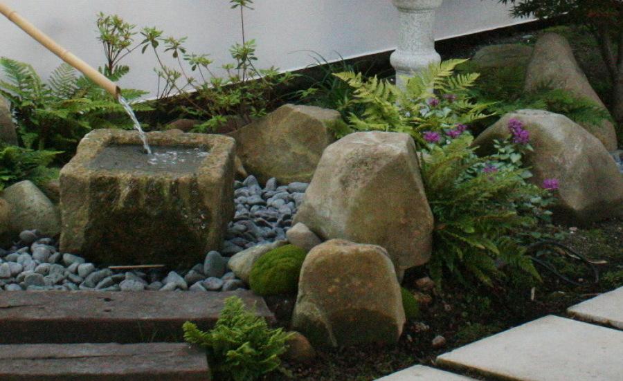 Tsukubai de la entrada - fuente japonesa