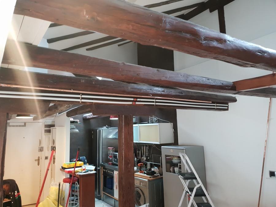 Tubos por pilar de madera