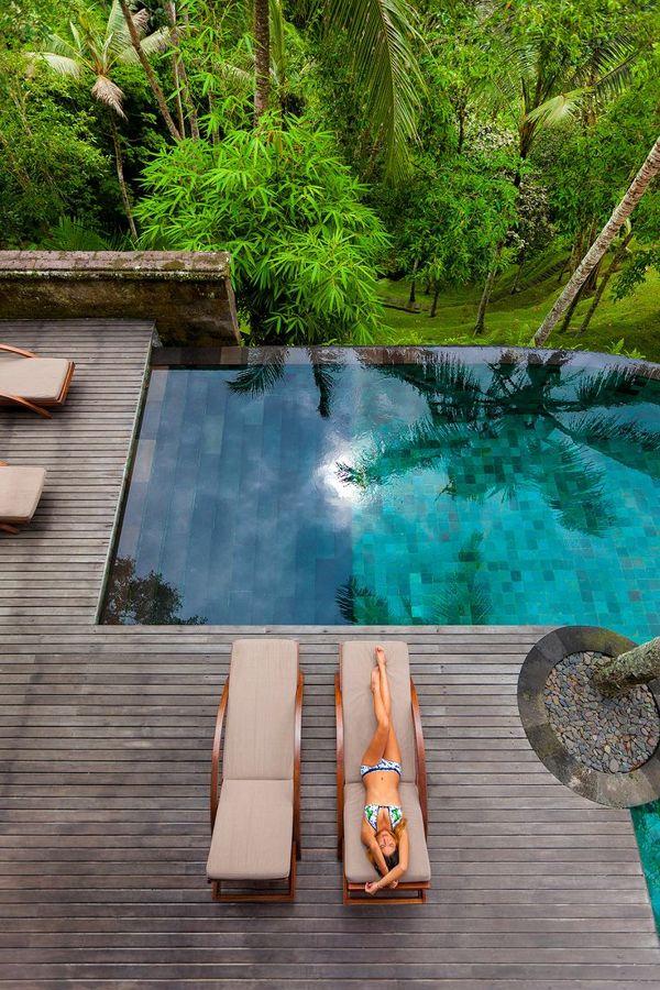 6 consejos para disfrutar de tu jard n con piscina ideas - Tumbonas piscina ...