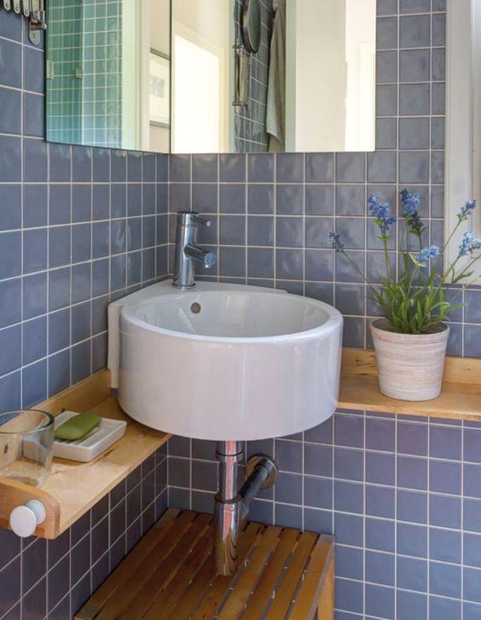Un detalle de un pequeño baño