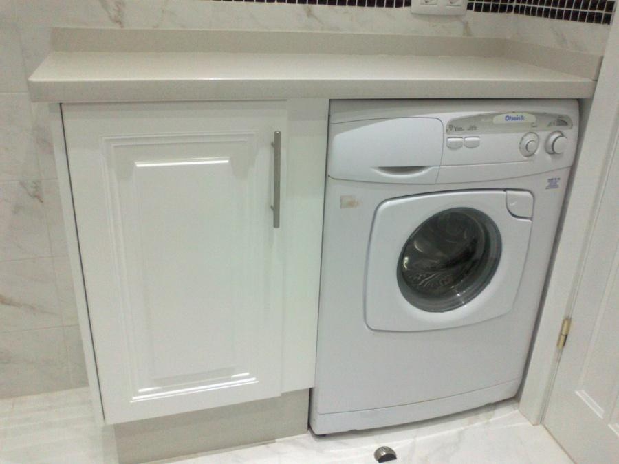 Foto un rspacio para la lavadora de c weyler 511602 for Mueble para lavadora