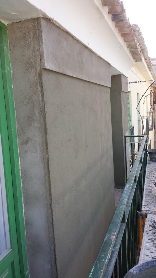 una tira tipo moldura de cemento