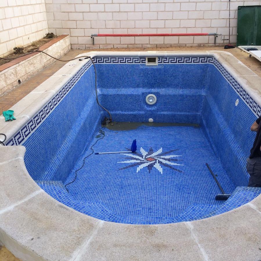 Foto vaciado de la piscina de rh c a s l 861903 for Vaciado de piscina