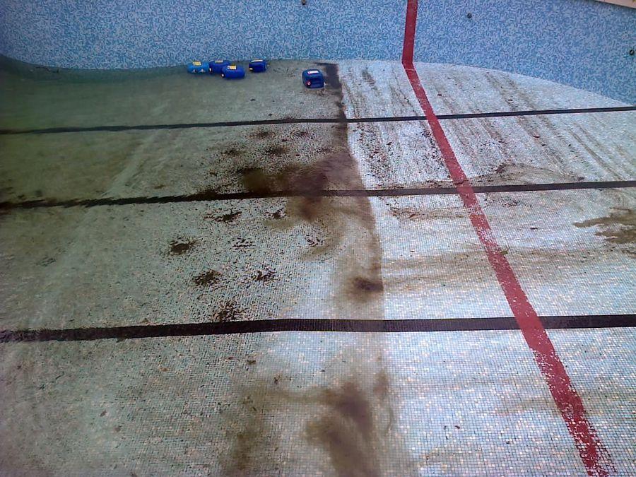 Foto vaciado limpieza y desinfecci n del vaso de la for Vaciado de piscina