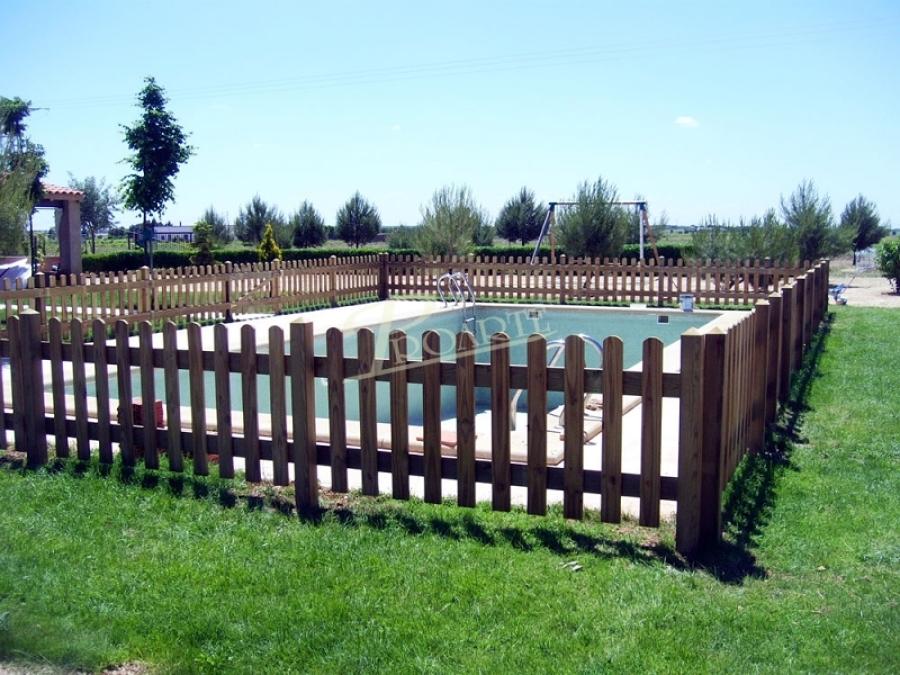 Proarte dise o fabricaci n e instalaci n de p rgolas de madera kioscos mobiliario para jardin - Vallas de madera para piscinas ...