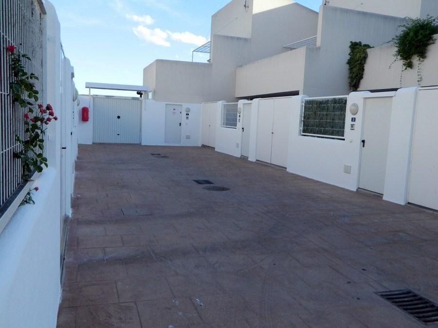 vallas comunes en patio interior despues de aplicacion de revestimiento