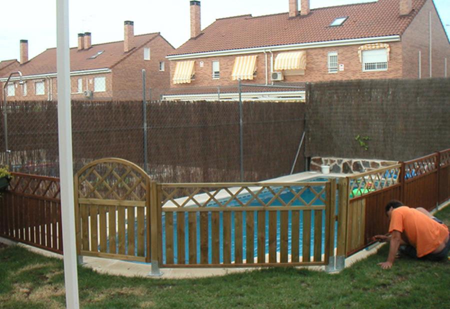 Consejos para barnizar una valla de exterior ideas - Vallas de madera para piscinas ...