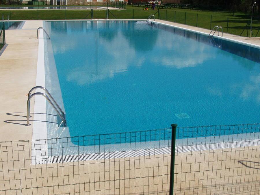 Foto piscina principal de adultos de instalaciones for Piscinas publicas zaragoza
