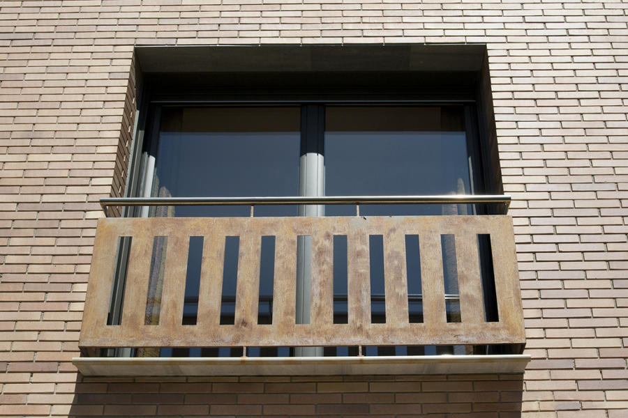 Ventana balconera corredera de aluminio technal serie GTI.