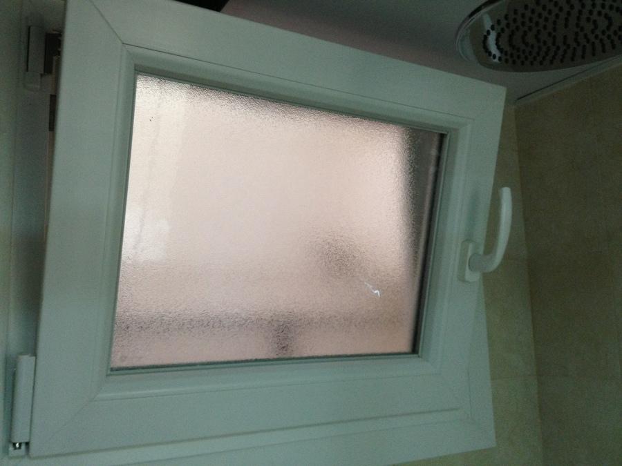 Ventana baño con cristal carglas