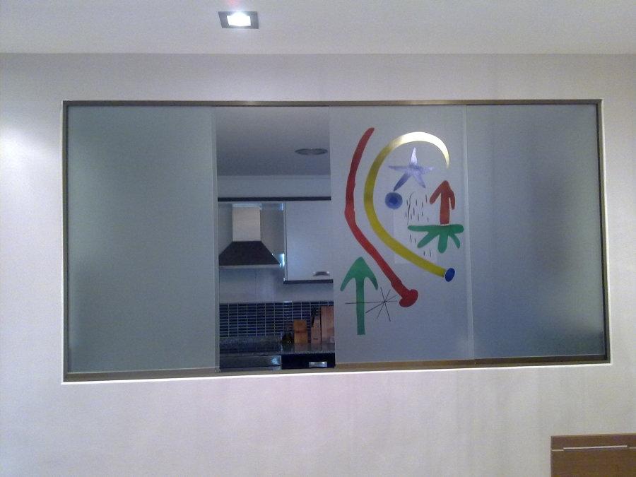 Ventana vidrio con decoración