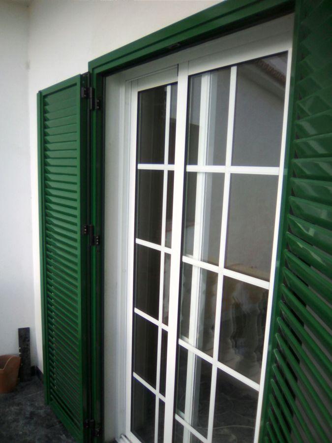 ventana y persiana con lava ovalina