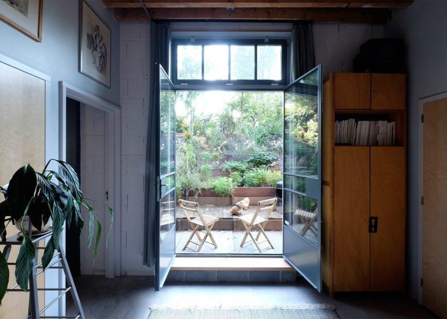 Ventanales abiertos al jardín