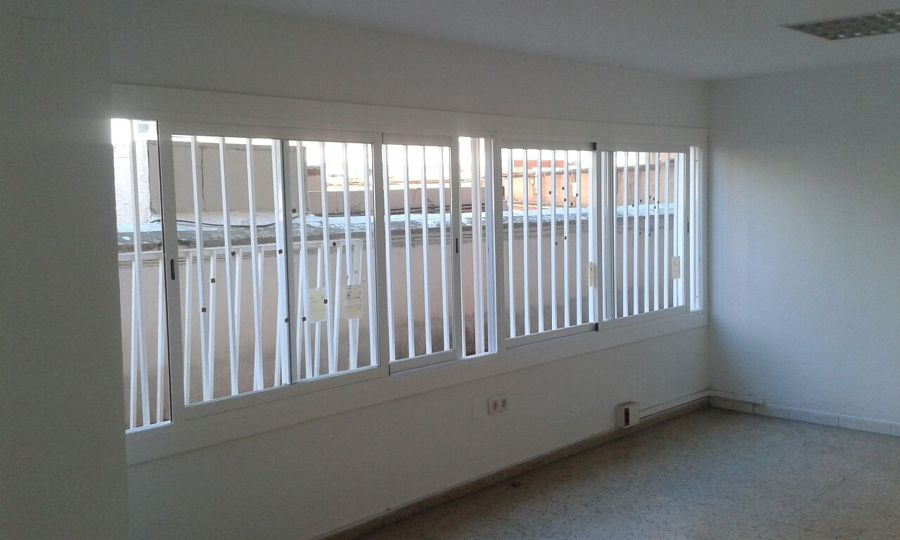 Foto ventanales aluminio blanco vidrio aislaglass 4 8 4 - Cristaleras de aluminio ...