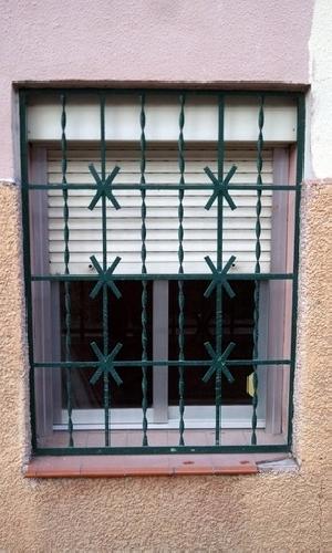 Casa de este alojamiento ventanas de madera antiguas navarra for Muebles rey navarra