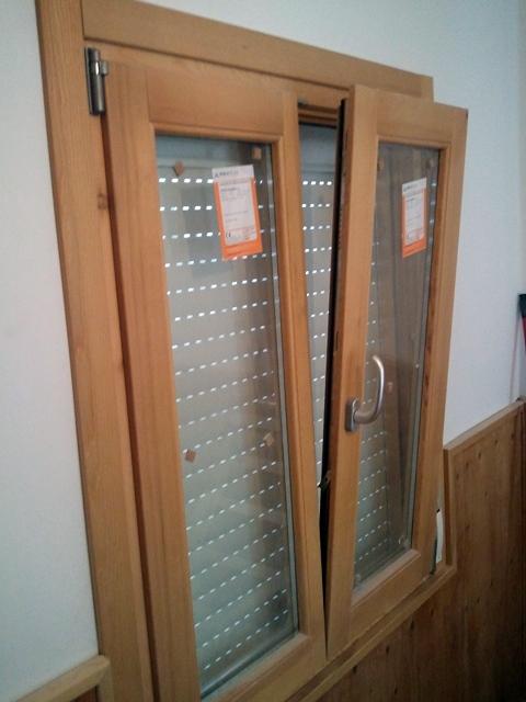 Foto ventanas en madera de pono obscilobatientes de - Carpinterias de madera en madrid ...