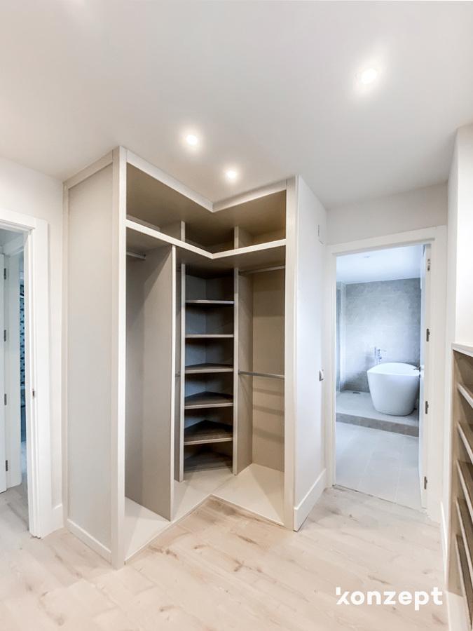 Vestidor con acceso al baño en suite