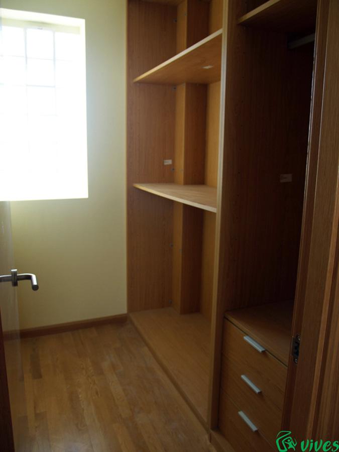 Vestidor de dormitorio de matrimonio de viviendas de la promoción