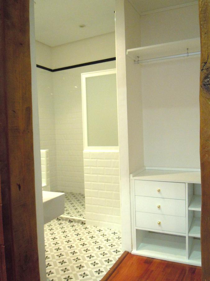 Baño Abierto Al Vestidor:Foto: Vestidor y Baño del Dormitorio Principal de Arquitectura Paloma