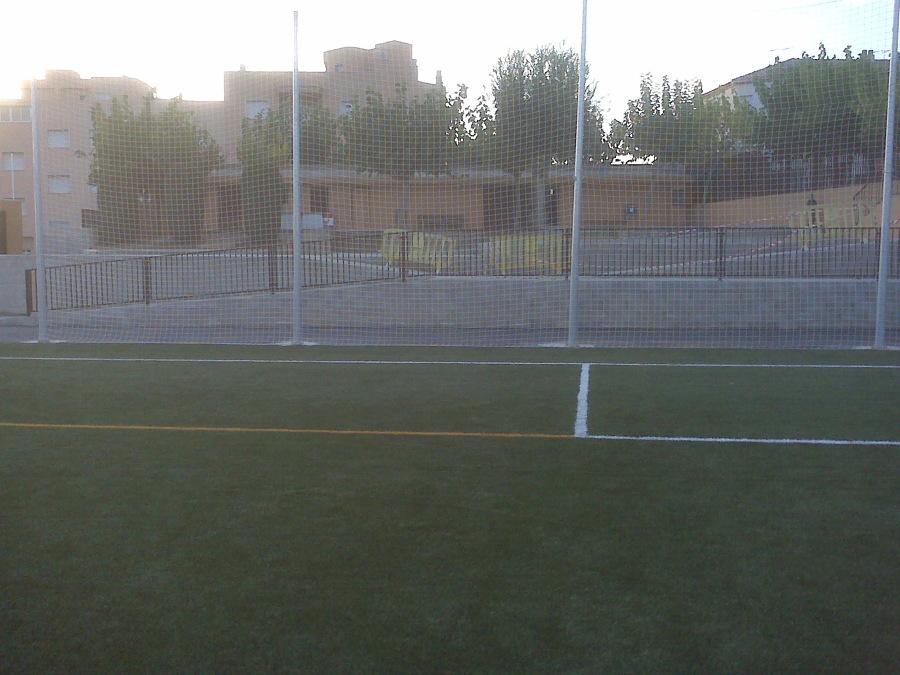 Foto vestuarios terminado junto al vallado del campo de - Campo de futbol del valencia ...