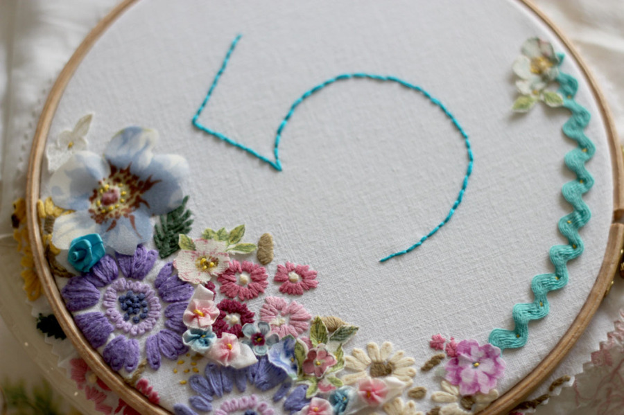 Vicky-Trainor-The-Vintage-Drawer-embroidery-hoop-table-number-1024x682