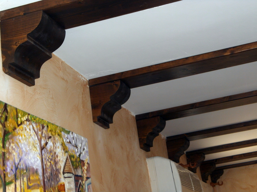 Foto vigas de madera con capiteles de aymur carpinteros - Vigas redondas de madera ...