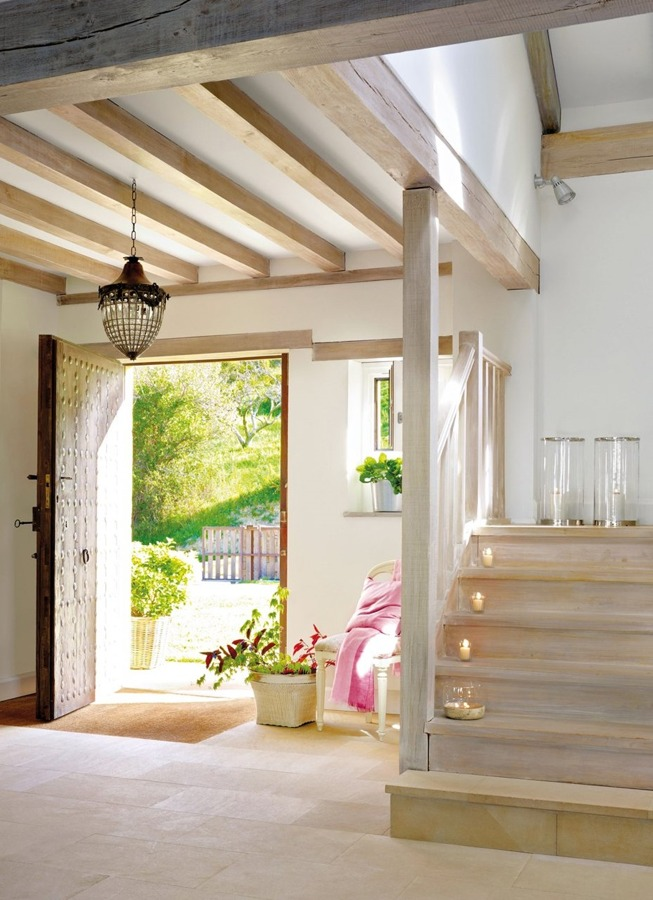 Vigas de madera estupendos resultados en cualquier - Lamparas de techo para recibidor ...