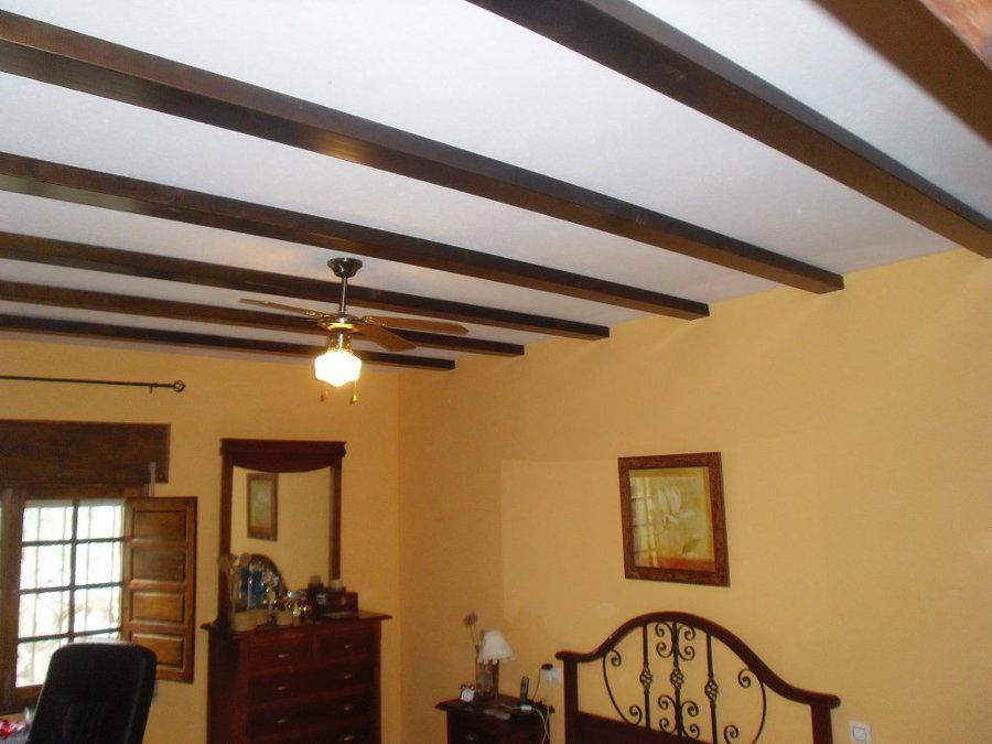 Consejos para decorar el techo ideas cristaleros - Decoracion imitacion piedra ...