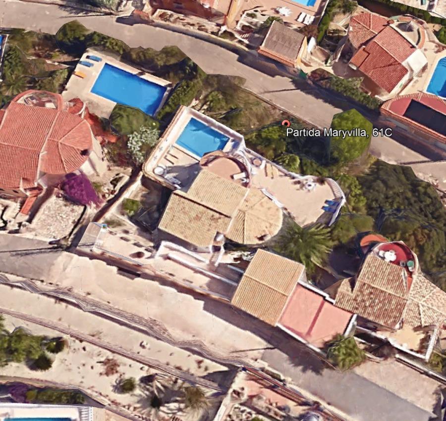 vista aérea de la parcela y la casa