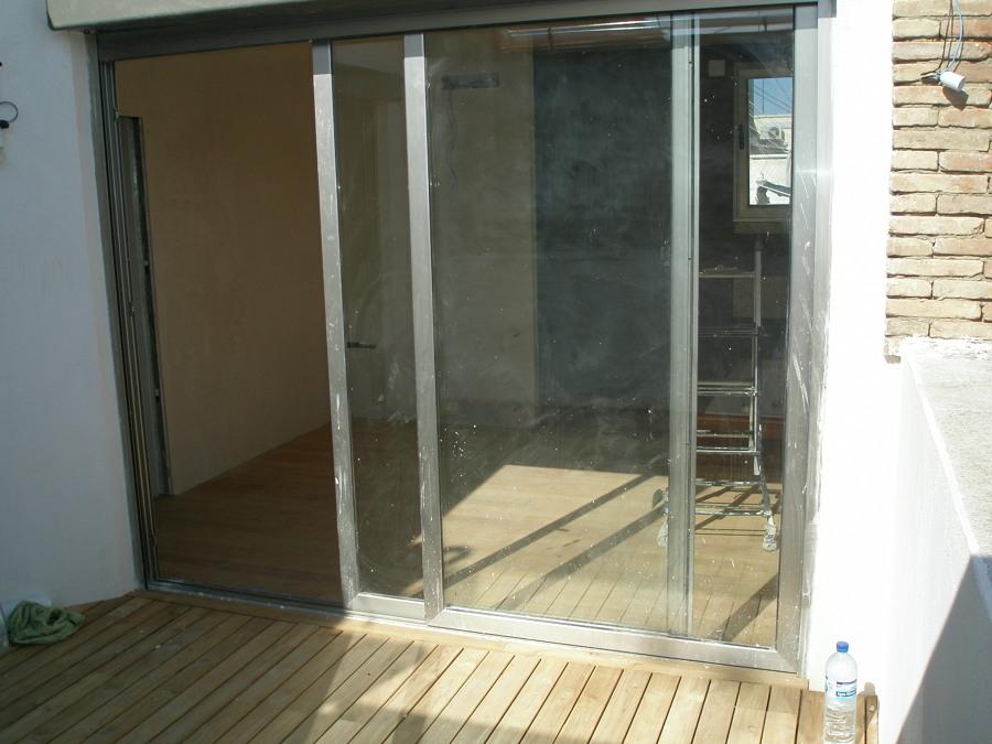vista al dormitorio desde la terraza con tarima exterior