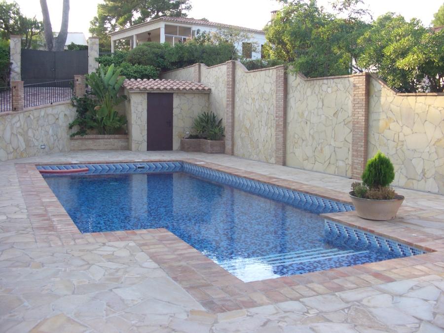 Piscina y terrazas ideas construcci n piscinas for Terrazas para piscinas elevadas