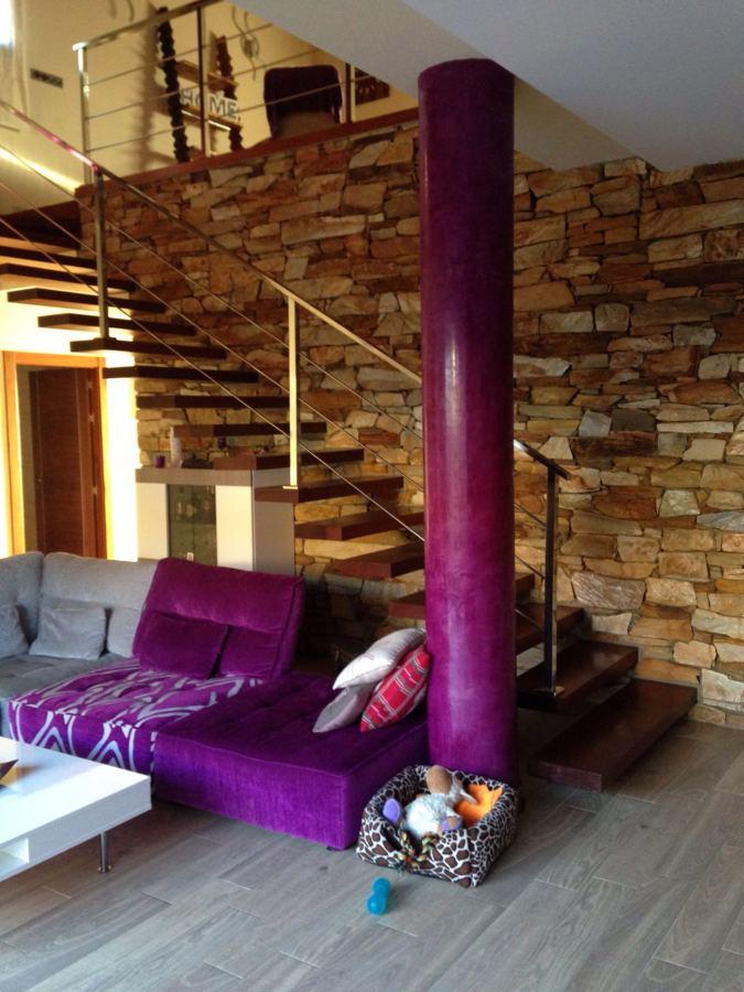 vista de escalera desde el salón 2 alturas