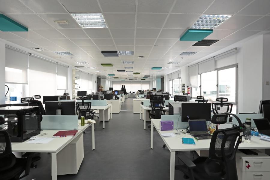 Foto vista de la distribuci n de puestos de trabajo de for Distribucion de oficinas