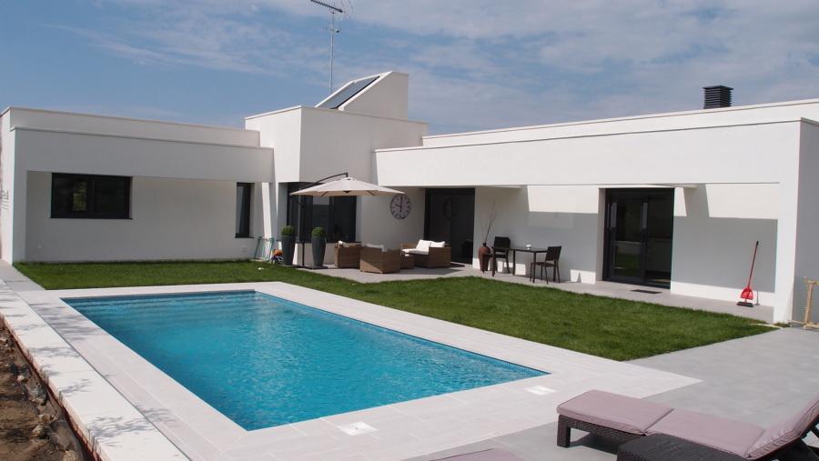 Vivienda unifamiliar aislada con piscina ideas for Plantas para poner cerca de la piscina
